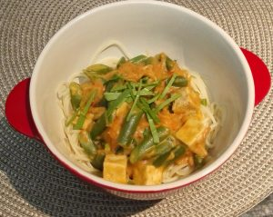 Spicy peanut, tofu, green beans and carrot